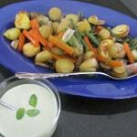 Ugnsrostade grönsaker med örtsås.